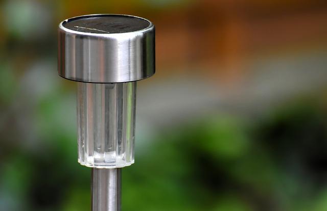 מנורות סולאריות לעיצוב הגינה