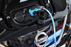 רכב חשמלי מול רכב היברידי