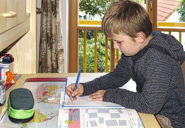 אילו רהיטים חשובים ביותר לילדים ונוער?